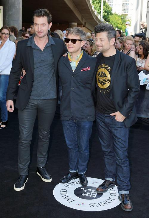 From akari01's Tumblr account, Richard rocking the blue-grey leather trousers and the black kicks for the ARIA awards.
