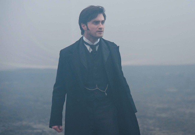 2012-The-Woman-in-Black-daniel-radcliffe-31919105-750-521